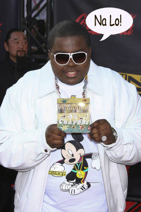 Sean Kingston looking like a turd with shades